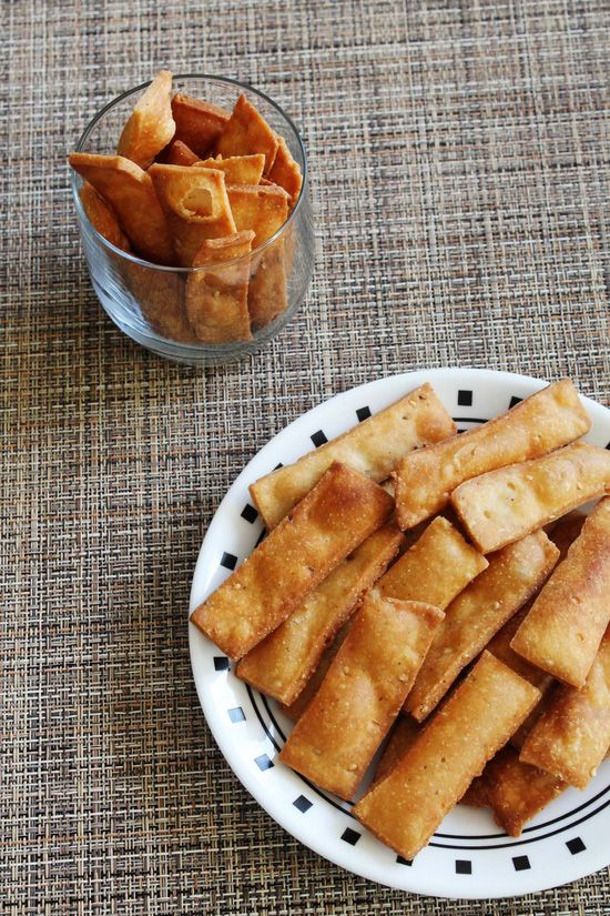 Namak pare recipe | namak para recipe - easy to make snack recipe. Make big batch, store in the dabba and enjoy as a snack with cup of tea.