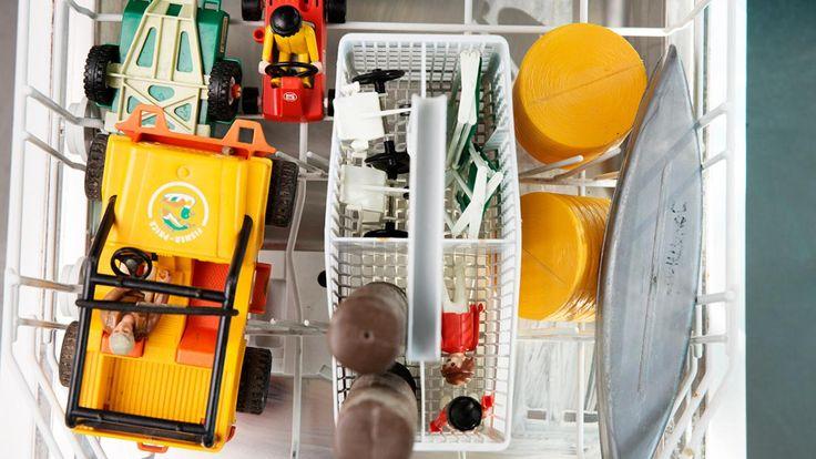 Opvaskemaskinen kan mere end vaske dine tallerkener rene og sørge for pletfri glas. Det varme vand og en opvasketablet kan fjerne skidt og bakterier fra eksempelvis legoklodser, kamme og gummistøvler.