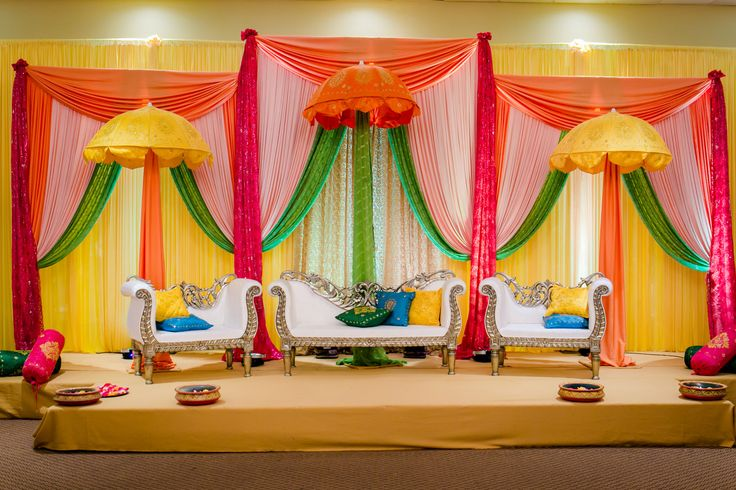 Bright Indian Stage Decor In 2019 Reception Stage Decor Indian Wedding Stage Wedding Car