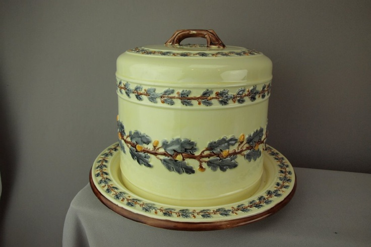 WEDGWOOD majolica oak leaf and acorn cheese keeper