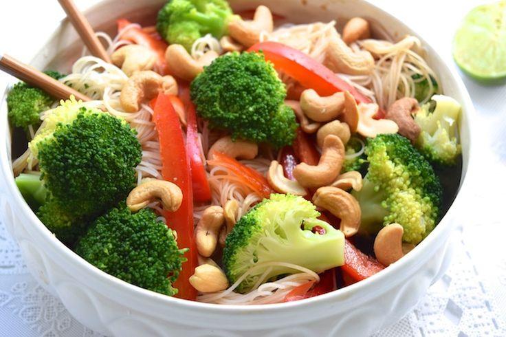 Zin in een maaltijd die súpersnel op tafel staat en ook nog eens heel gezond is? Ja hoor, dan ben je vandaag weer aan het goede adres bij ons! Binnen een kwartier smul jij van deze heerlijke, Aziatisc