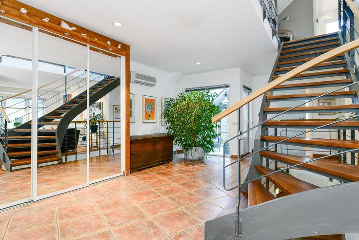 hall där trappan är som ett smycke