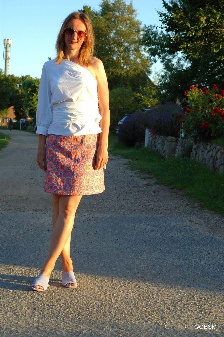 Schulterfreie Wickelbluse im 80er Stil mit Brokatrock -> Oceanblue Style at Manderley #fashionblog