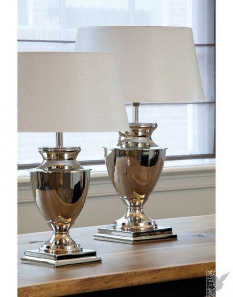 Kjempeflott lampefot i nikkel H: 47 cm Bruk gjerne skjerm: Ø45