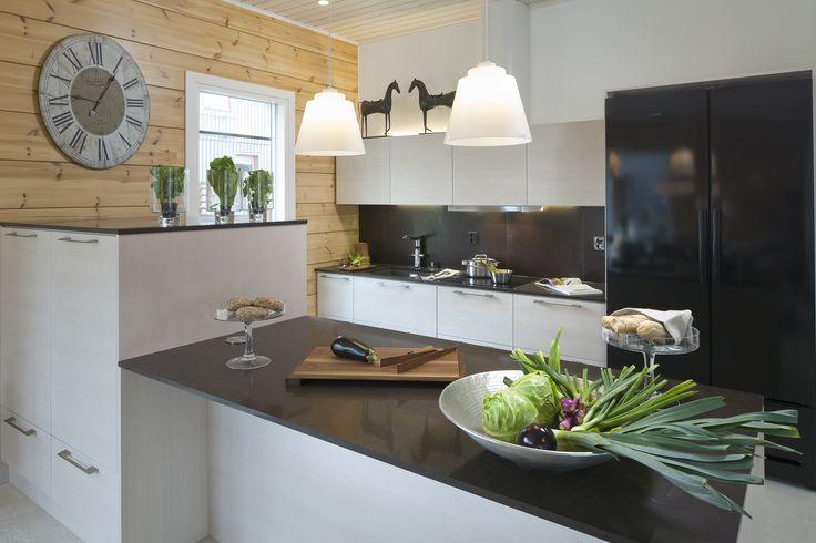 Black and white kitchen by Keittiömaailma. Honka log homes.