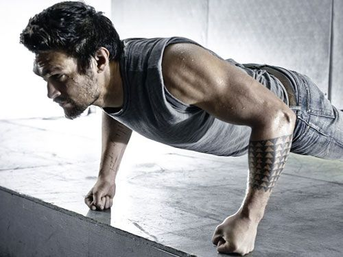 Jason Momoa's upper body workout for Khal Drogo. Great set format. Good for while at the gym.