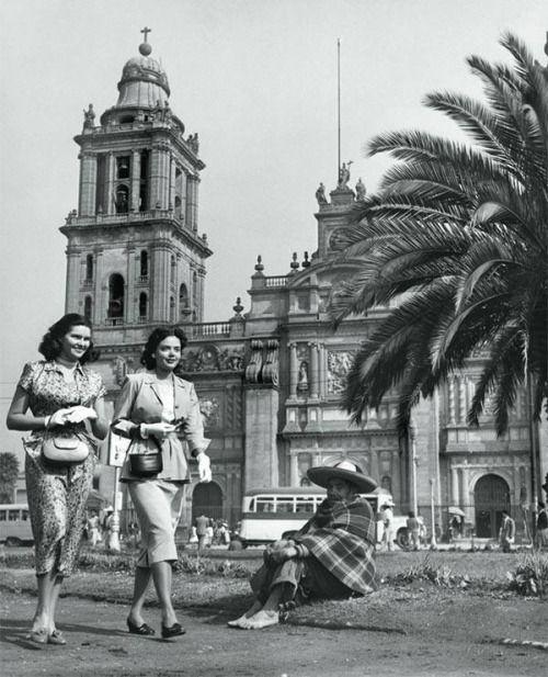 loquefuimos: Juan Guzmán Una fotografía de febrero de 1950 que nos muestra los contrastes...