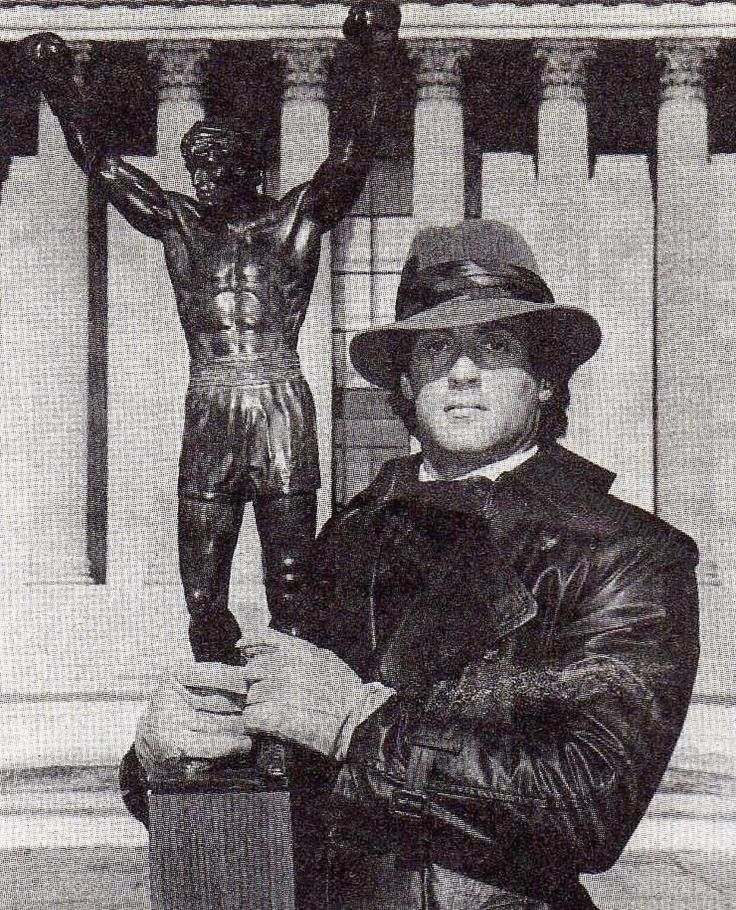 いいね!9,104件、コメント37件 ― Rocky Balboa さん(@rockybalboa.1976)のInstagramアカウント: 「Really Rare Picture Of Sly Holding A Rocky Statue On Top Of The Rocky Steps FOLLOW …」