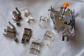 KreativShop's-blog: Set de 8 piese pentru maşini de cusut