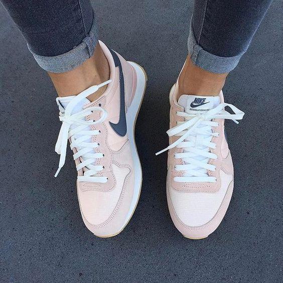 Trendy Sneakers 2018 Baskets Nike Internationalist rose/gris >