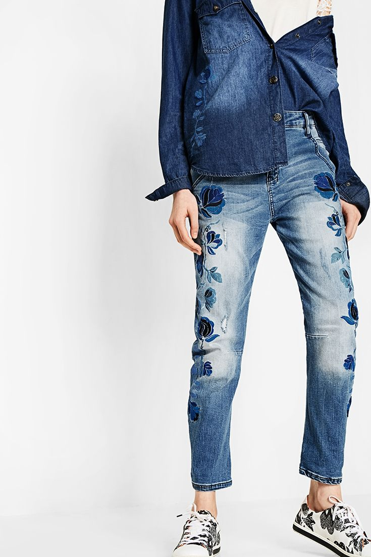 Complete Desigual Denim outfit! Find your best jeans combination! Discover Desigual Spring - Summer 2017 collection!