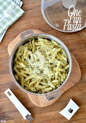 Je vous propose aujourd'hui un test de matériel, via cette recette de One Pan Pasta. J'ai eu la chance de recevoir, cette semaine, une sauteuse tout inox de la marque Cristel, fabricant français de matériel de cuisine haut de gamme...