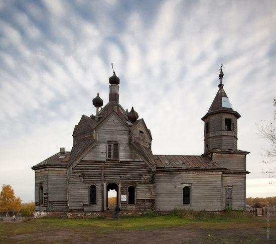 Abandoned wooden church of Barabanovo village · Russia