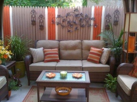 like the idea of painting a pattern on the fence to make it more interesting. 25  best ideas about Small Deck Designs on Pinterest   Patio deck