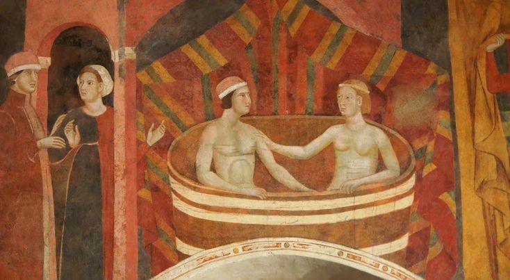 Файл:Memmo di Filippuccio. Profane love scenes. Fresco, detail. San Gimignano..jpg Западная стена: приглашение к купанию, и сцена совместного купания. Комната подесты, Сан Джиминьяно.
