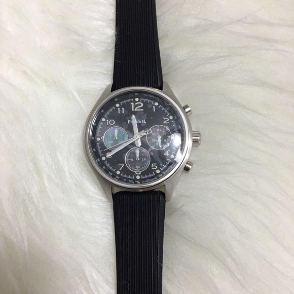 Fossil Chronograph Watch Barely worn. Comes with box. Sliver casing and black interchangeable straps.❗️to add pic and details Fossil Accessories Watches