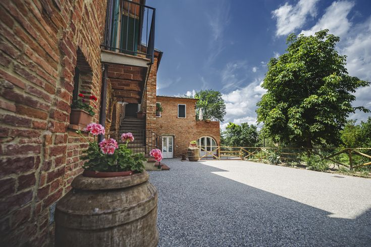 The courtyard of our Tuscany Holiday Home looks like a tuscan village. Evenings in summertime are really pleasant and you can dine outside under the stars, cooking some meat on the barbecue or baking pizza in the wood oven.