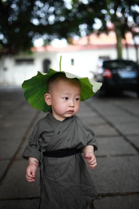 The cute little monk in Xichan Temple, Fuzhou, southeast China's Fujian Province.