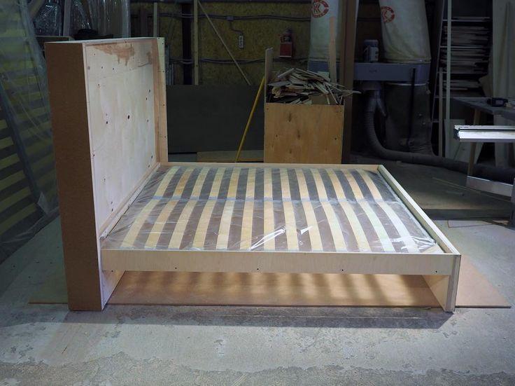 """❓""""А из чего вы делаете каркасы?"""" ❗️❗️❗️Мы делаем их из самых лучших материалов. И постоянно дорабатываем конструкции наших диванов и кроватей, стремимся к совершенству.  Кому-то фотографии подобного плана покажутся скучными, но потенциальные заказчики и дизайнеры, заинтересованные в качестве заказываемой мебели, обязательно оценят их)) Мы работаем для Вас!!! #мебельназаказ #irinabuzakova #кроватьназаказ"""