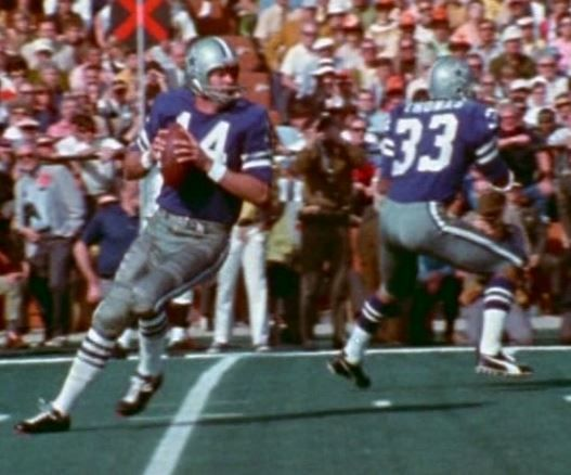 1df1c31e43a Quarterback CRAIG MORTON (14) and running back DUANE THOMAS (33)--Super  Bowl V (January 17, 1971)