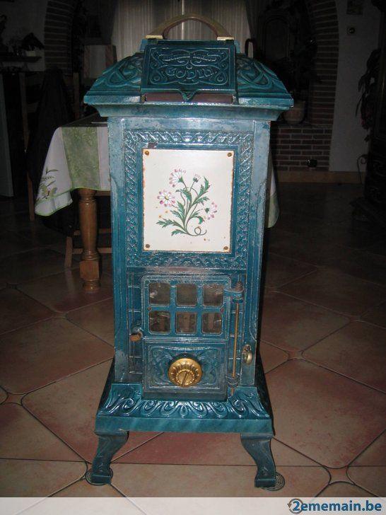 Antique Poêle au charbon et au bois de marque GODIN en fonte dans un très bon état, il chauffe très bien. 500€ + 3 sacs de charbon de 25kg offert par...
