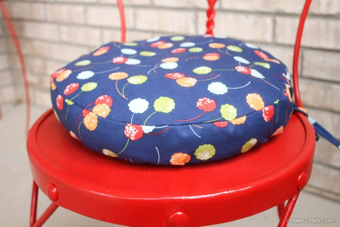 Simple Round Cushion Tutorial from createcraftlove.com #sewing #round #cushions