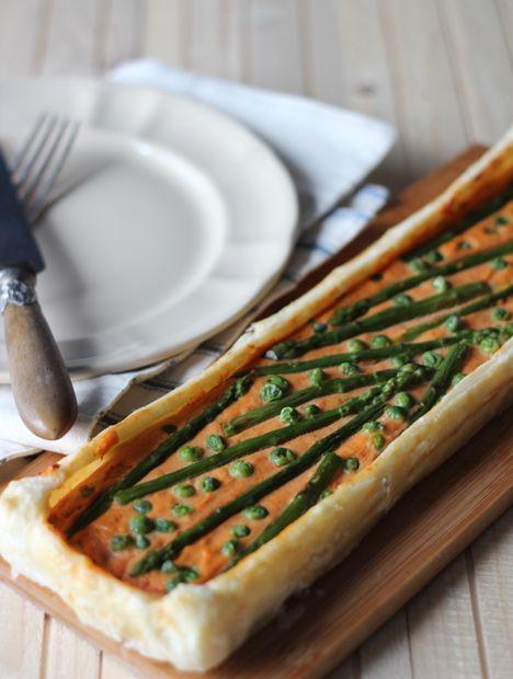 #Tortasalata alla #robiola al pomodoro con #piselli e #asparagi | Cirio #pomodoro #ricetta #recipes #tomato #recipe #italianrecipe