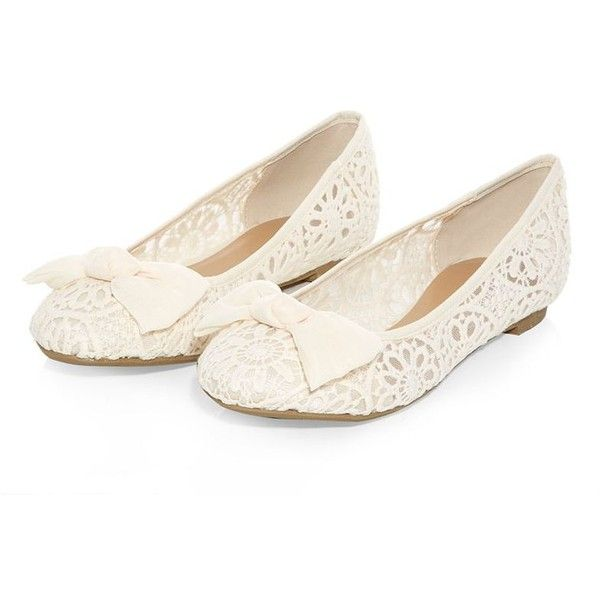 Cream Crochet Bow Ballet Pumps (£9) ❤ liked on Polyvore featuring shoes, flats, sapatos, crochet flats, ballet pumps, ballet shoes, ballerina flat shoes and cream ballet flats
