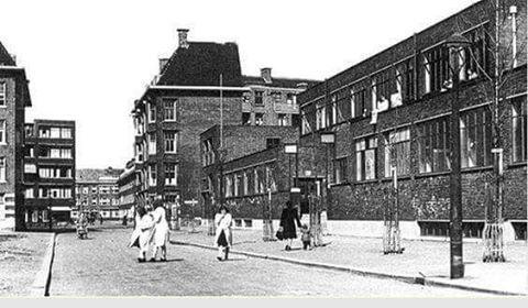 Van maanenstraat met rechts de oudste nog bestaande zwembad & buitenbad van Rotterdam en is een Rijks monument,