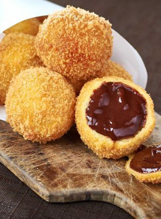Découvrez la recette des croquettes aux chocolat par Philippe Conticini sur Likeachef ! #recette #chefs #conticini #chocolat