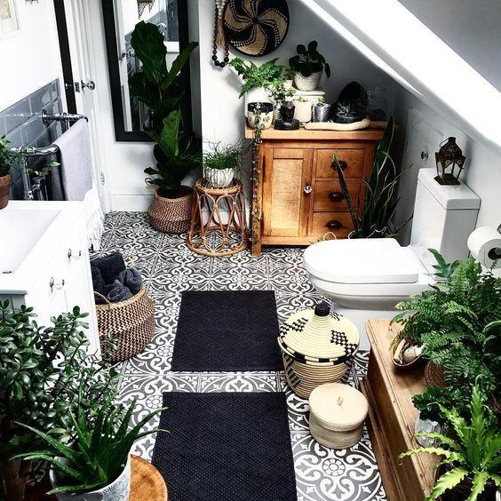 Pflanzen, ein Hauch von Eiche und das Badezimmer v…