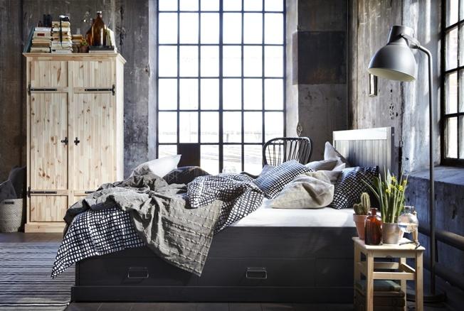 """Απλότητα και """"βιομηχανικό"""" στιλ στη νέα σειρά FJELL για το υπνοδωμάτιο."""