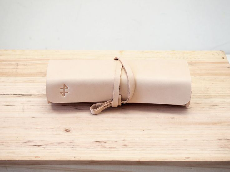 Leather Pencil Case: Leather Pencil, Stuff, Cases Nude, Leatherwork, Phones Cases, Pencil Cases, Bible, Things, Vintage Inspiration