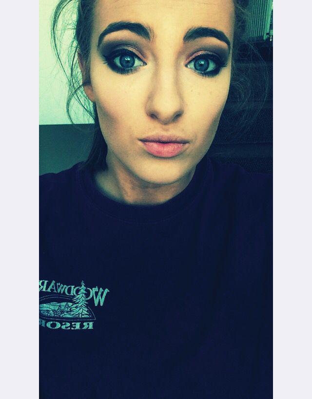 Strong contour dark eyes, filter