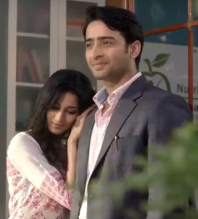 Dev aka Shaheer Sheikh and Sonakshi  aka Erica Fernandes of Sony TV's Kuch Rang Pyaar Ke Aise Bhi  have been captivating the hearts of viewers.