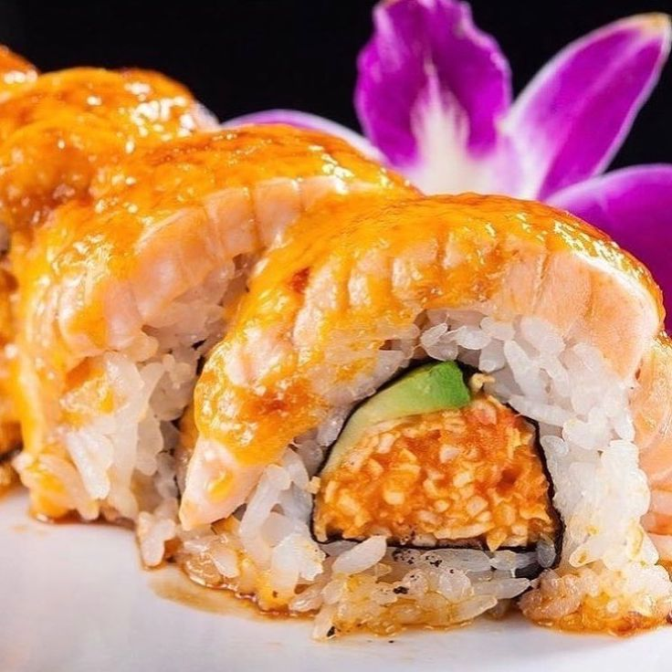 Alaska Roll: spicy crab & avocado topped with salmon & spicy aioli baked & drizzled with unagi sauce #mizumtnview #norcal #sanjose #mountainviewca #fresh #healthy #clean #fish #sushi #salmon #hungry #friday #grilled # #tuna #sashimi #toro #nigiri #spicy #spicypork #bbq #crab #crabcroquettes
