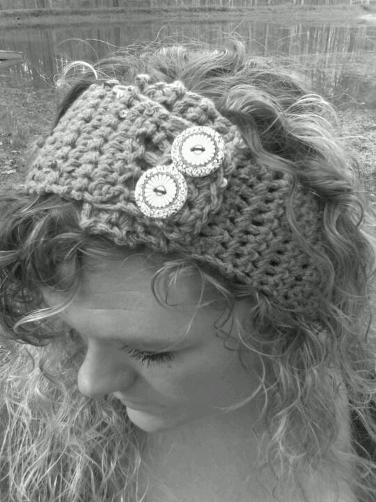 Crotchet headband with sequined yarn