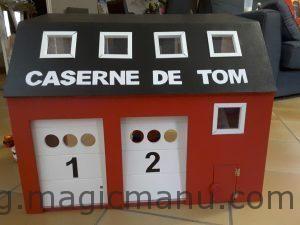 Fabriquer une caserne de pompier en bois pour Playmobil