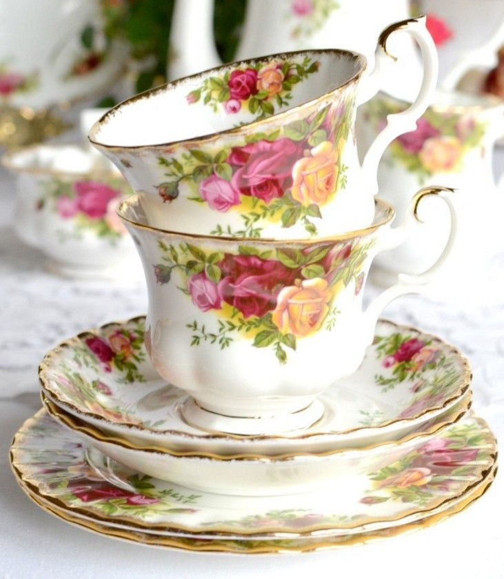 Royal Albert ''Old Country Roses'' Tea Set - Classic china for that perfect English tea party / Nancy's Vintage China on Etsy
