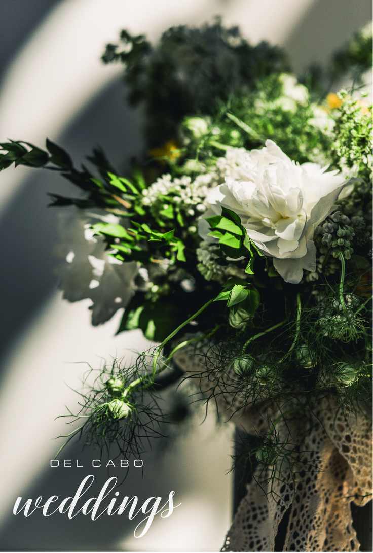 Beautiful white bouquets for your rustic wedding! Have the destination wedding you always dreamed of!