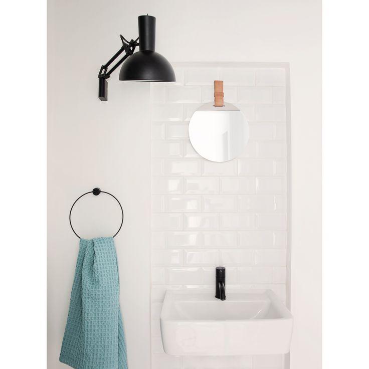 Black hängare från Ferm Living. En hängare som passar till det mesta och i varje rum. Hur snyggt är ...