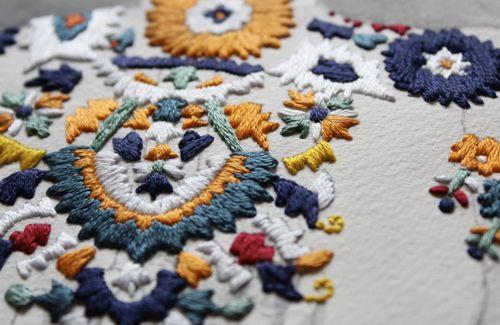 Izziyana Suhaimi. Dos técnicas tradicionales para un resultado de lo más moderno.  www.pipol-art.com  #pipolart #ilustracion #bordado #izziyanasuhaimi #print #artistazos #artwork #print #Singapur #singapore