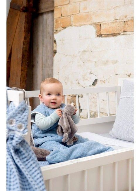 Süßes Kuscheltier und Schmusetuch von Koeka: Tuttle Hug-a-Bou. Erhältlich bei www.kleinefabriek.com.