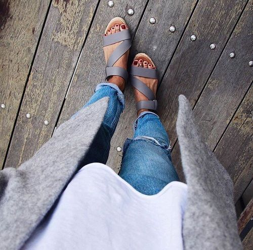 I like the layering and neutral colors of this outfit; and the style of the sandals.