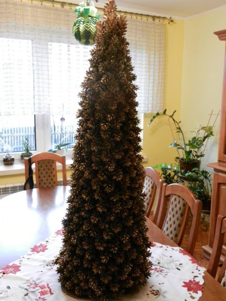 Choinka z szyszek Autor: Agnieszka Ślebioda #Christmas #tree #ornament #inspiration #idea #decor #green #white #natural #minimal #pine #cone #spruce #handmade #homemade