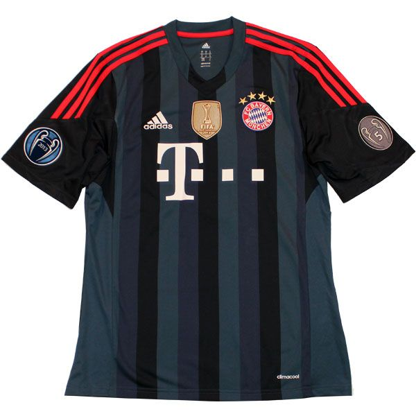 FC Bayern UCL away jersey WWC badge