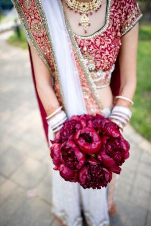 Bridesmaid in sari with red flowers