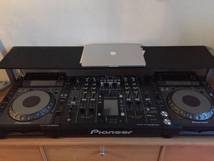 """Caractéristiques- 1x DJM 2000 NEXUS - Table de mixage Pro pour DJ et Producteur - 4 canaux - Nombre d'entrées 6 CD/LINE / 2 entrées Phono / 4 Digital (COAXIAL) / 1 micro (XLR ou Jack 6.35mm) - Nombre de sorties : - 2 Master(RCA x 1 XLR x 1) / 1 BOOTH / 1 Rec / 1 Digital (COAXIAL) - Send / return en Jack 6.35mm - MIDI OUT x 1(5P DIN) - Contrôe Fader x 2( 3.5 MINI JACK) - USB B Port x 1 - LINK Terminal x 6 (LAN Cable) - Ecran LCD couleur multi-touch de 5,8"""" - Limiteur de crêtes (Peak Limiter)…"""