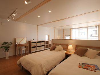 間仕切りのない開放的な空間に寝室コーナーを。お子様に絵本の読み聞かせをしたり、家族で共有するできるスペースになりそうです。