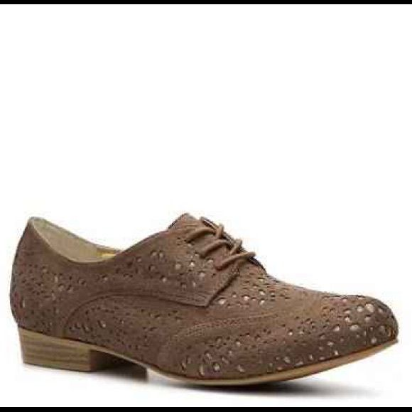 Not rated Oxford shoe Used but in great condition. Size 8 1/2. Oxford style. Gold and taupe. Not Rated Shoes Flats & Loafers